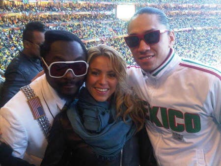 shakira-and-the-black-eyed-peas-pic-twitpic-845682910