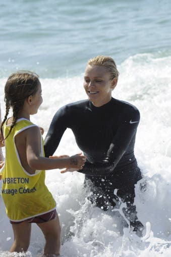 Princess Charlene teaching children to swim. Source: palais.mc