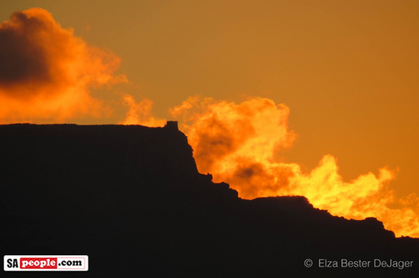 Table Mountain on fire