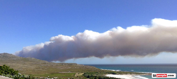 Smoke from the Cape Point fire on Thursday after winds picked up.  Photo : Brian Oxley