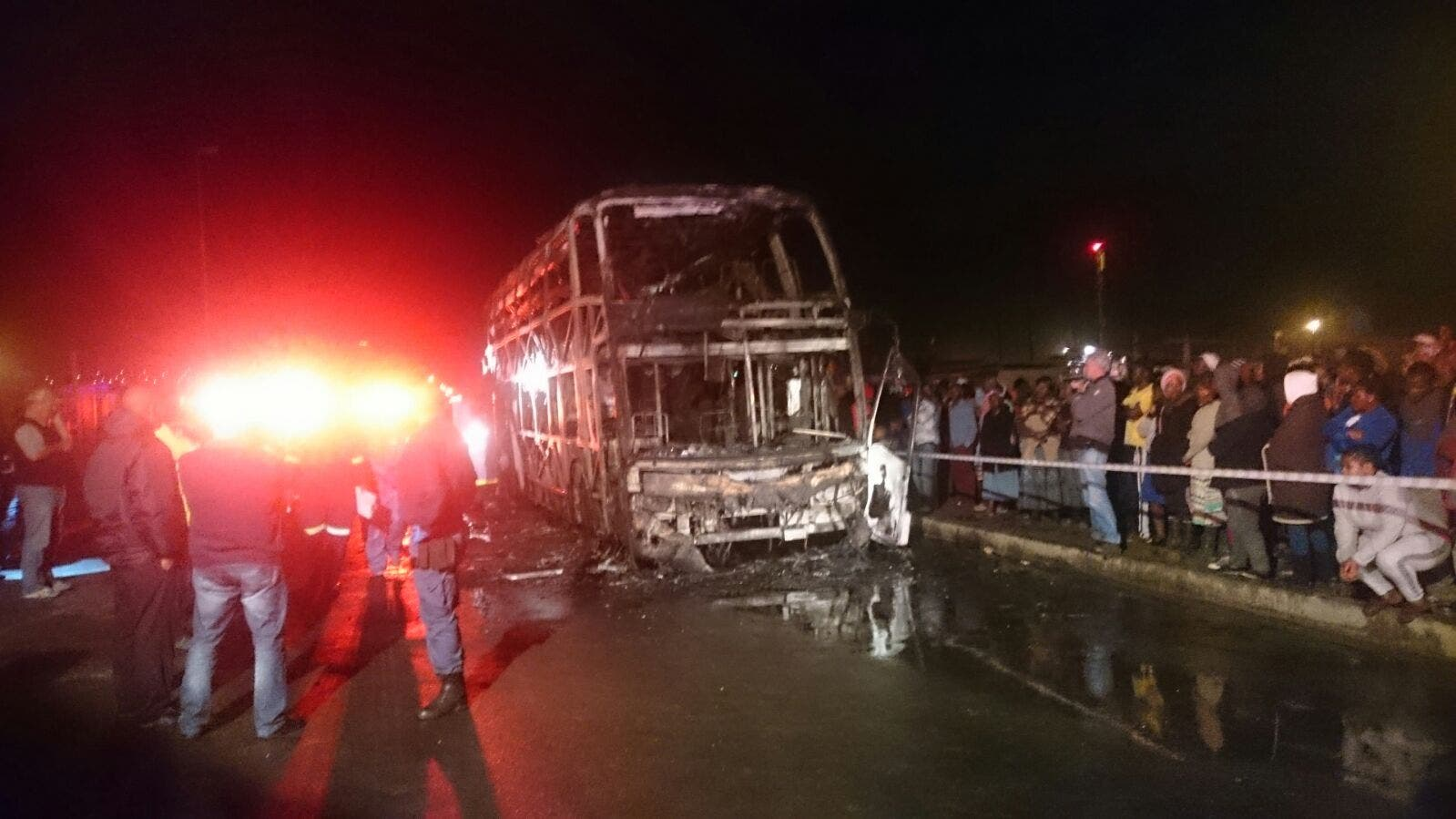 Burning bus, Strand