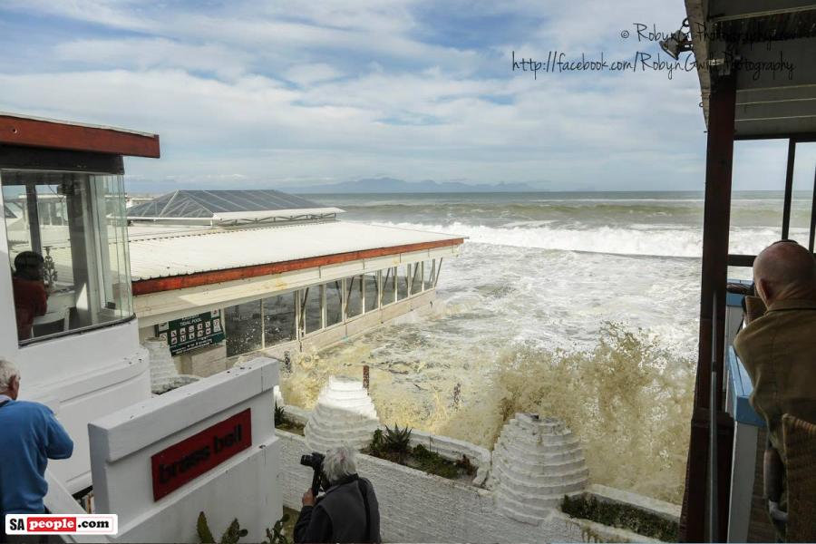 kalk-bay-high-tide-photographers