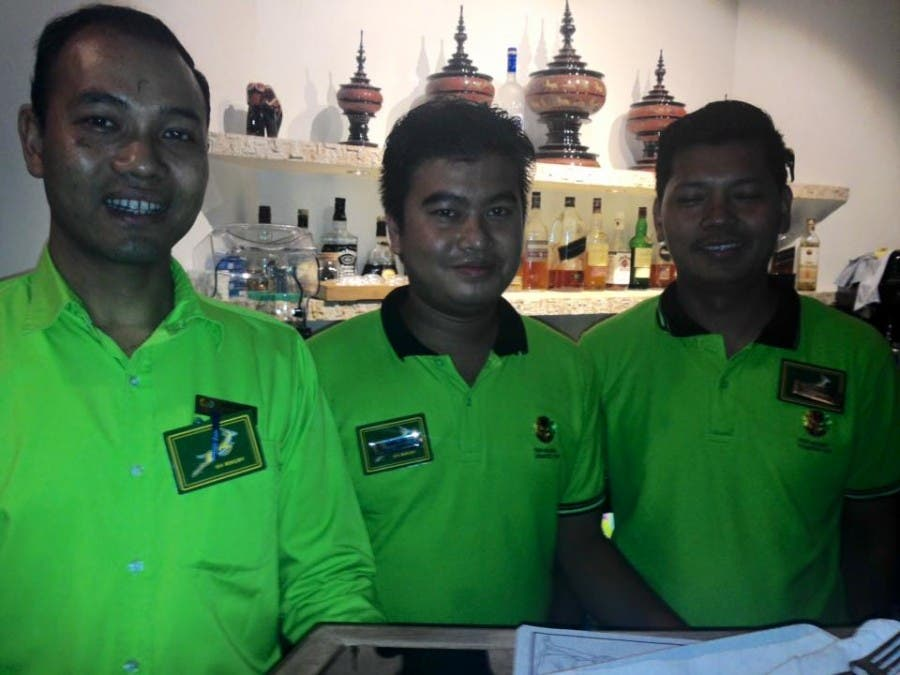 waiters-bok-badges