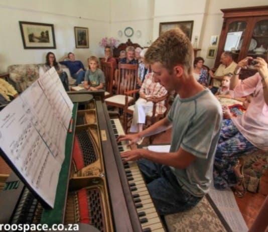 Karoo piano player