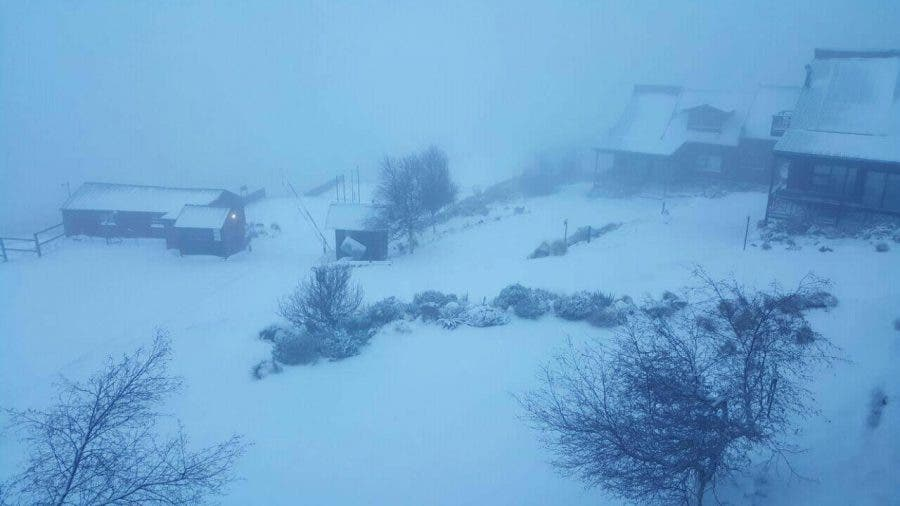 Source: SnowReportSA. Photo by Zelda Pretorius : Snow at Tiffindell in the Eastern Cape this morning.