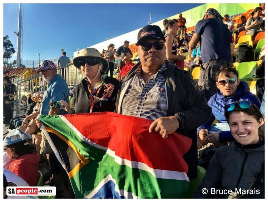 SA-fans-flag-rugby-sevens-rio4c