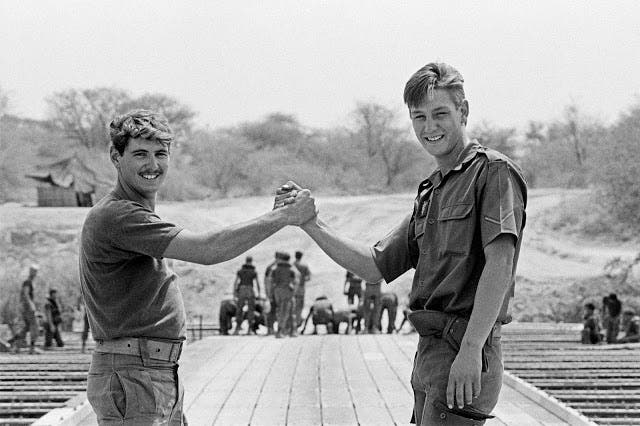 A last photograph of two SADF soldiers, veterans of battles in south-east Angola. Moments later the pontoon bridge over the Kavango River would be dismantled. The occupation by the SADF was over, 30 August 1988