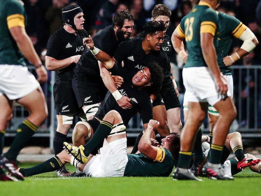 CHRISTCHURCH, NEW ZEALAND - SEPTEMBER 17: Ardie Savea of New Zealand celebrates after scoring a try during the Rugby Championship match between the New Zealand All Blacks and the South Africa Springboks at AMI Stadium on September 17, 2016 in Christchurch, New Zealand. (Photo by Anthony Au-Yeung/Getty Images)