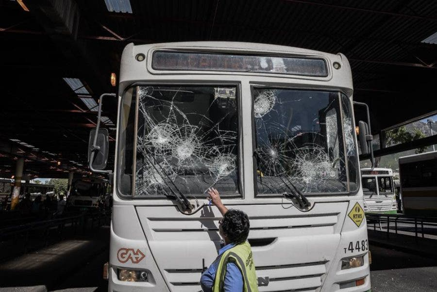 cape-town-protests16-bus
