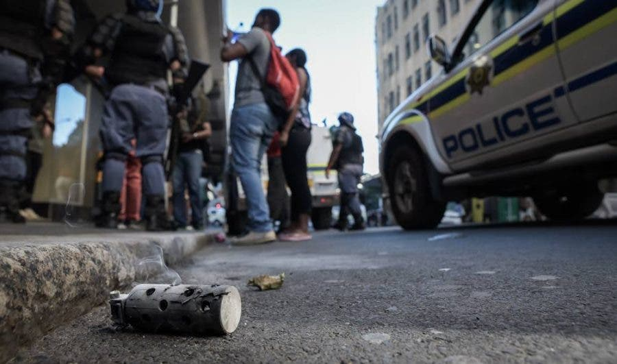 cape-town-protests16-police-car
