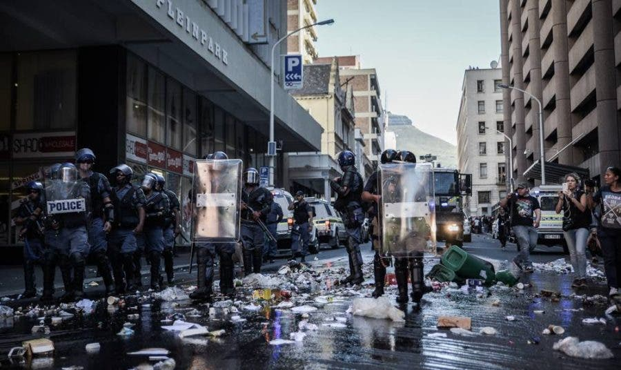 cape-town-protests16-trash
