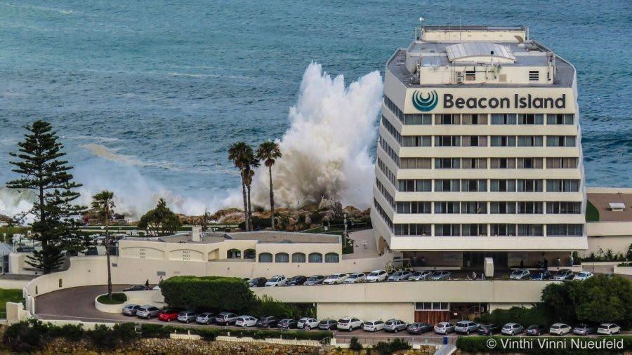 beacon-island-hotel-plett-big-wave2
