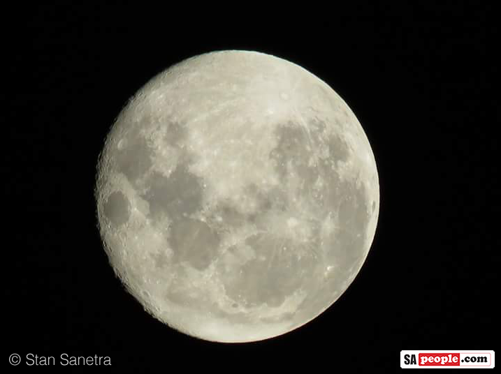 Full moon Benoni