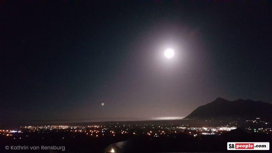 Full moon noordhoek