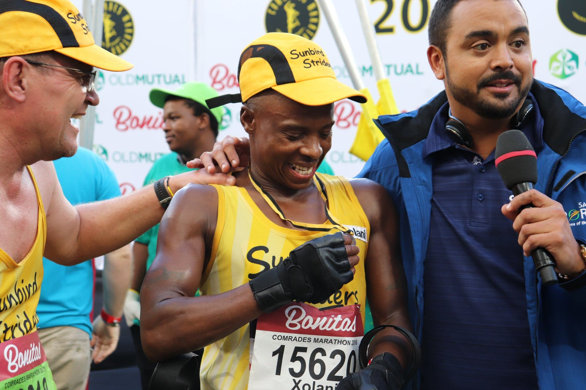 Comrades Marathon Gives Special Medal To Awesome Amputee Runner Xolani Luvuno Sapeople Your Worldwide South African Community