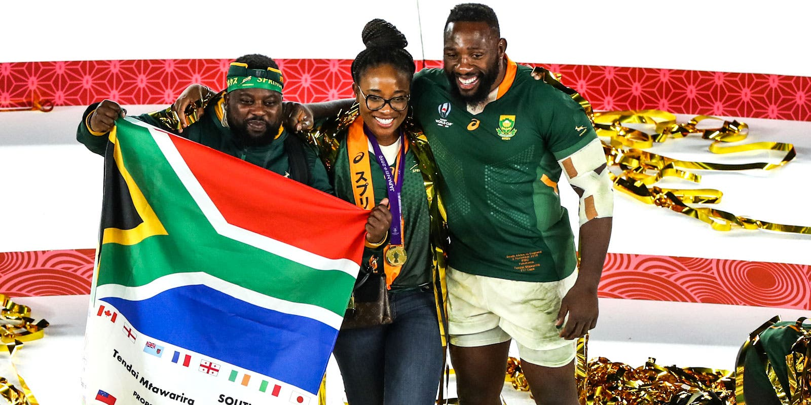 Tendai Mtawarira of South Africa poses for a photo with family as they celebrate their team's victory after the Rugby World Cup 2019 Final between England and South Africa at International Stadium Yokohama on November 02, 2019 in Yokohama, Kanagawa, Japan. (Photo by Michael Steele/Getty Images)