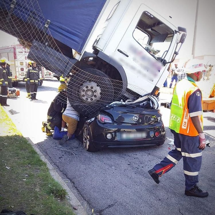 Escape for Driver After Truck Crashes Onto Vehicle in PE, South Africa