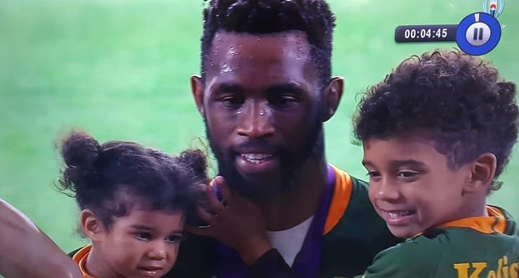 kolisi-with-his-children