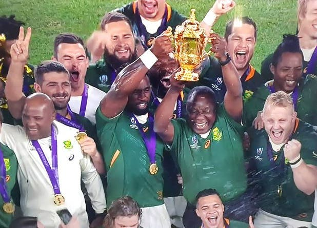 ramaphosa-and-kolisi-hold-the-web-ellis-cup