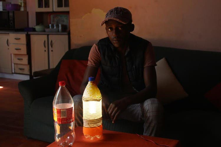 creates lamps from plastic bottles