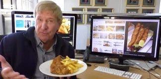 australians eating sharks flake-and-chips-australia-carte-blanche