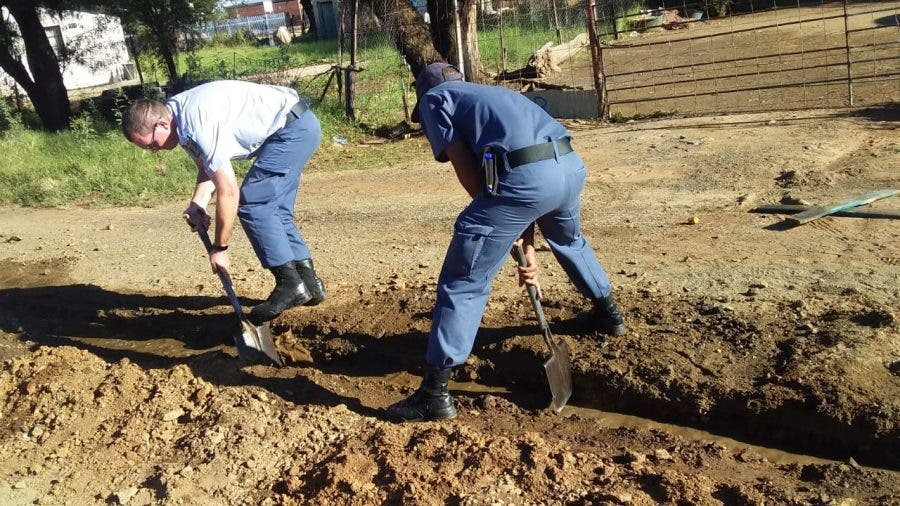 police assist kimberley residents 3