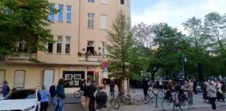 south-african-tenor-sings-berlin-balcony
