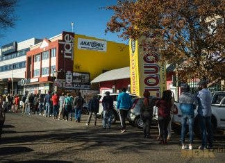 south africans queue alcohol bottle stores