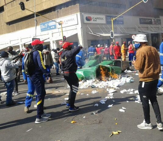 protest by SAMWU members