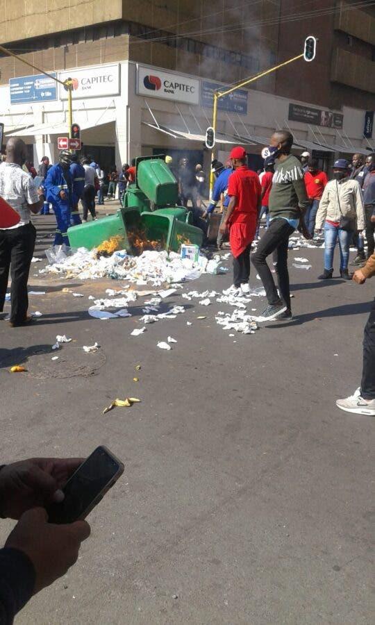 protest by SAMWU members at Tshwane House