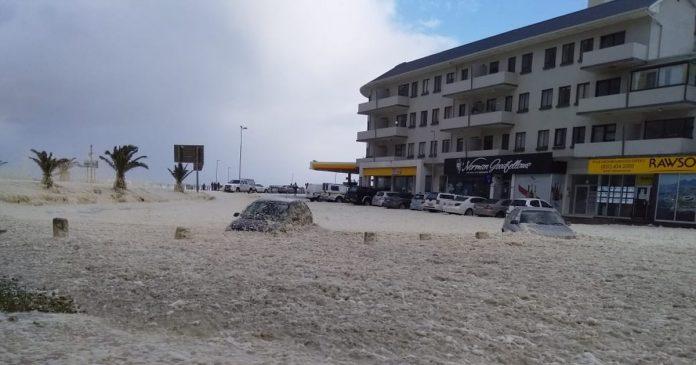 cape-town-storm-cars-sea