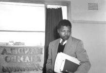 03_Jurgen_Schadeberg_Mandela-in_his_office-1280x1284