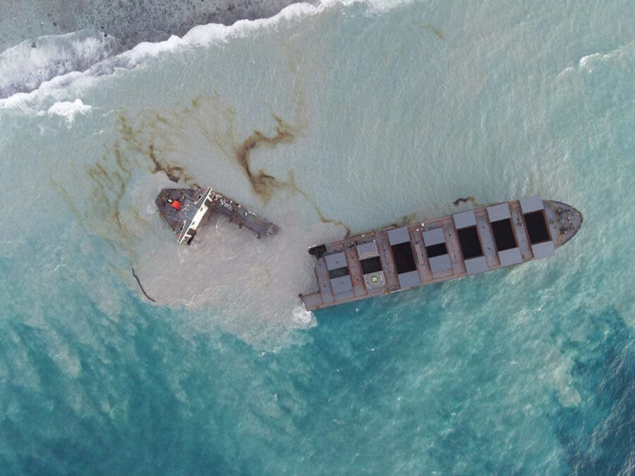 mauritius-oil-spill-res-photo---credit-_shared-by-Greenpeace-Africa_