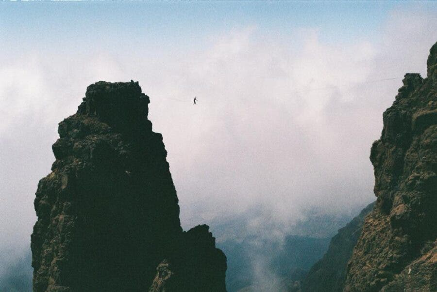 tim-slacklining-drakensberg mountains south africa