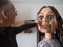 giant puppet walks for refugees across africa