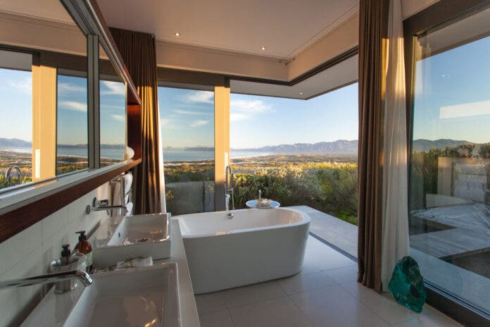 Villa Pincushion Bathroom Grootbos