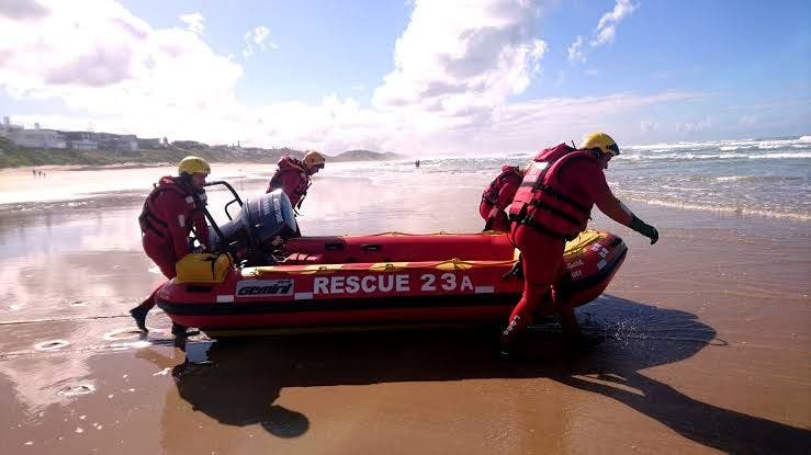 The Wilderness Beach NSRI inshore lifeboat heading out to sea for a resuce: Phote: NSRI media website