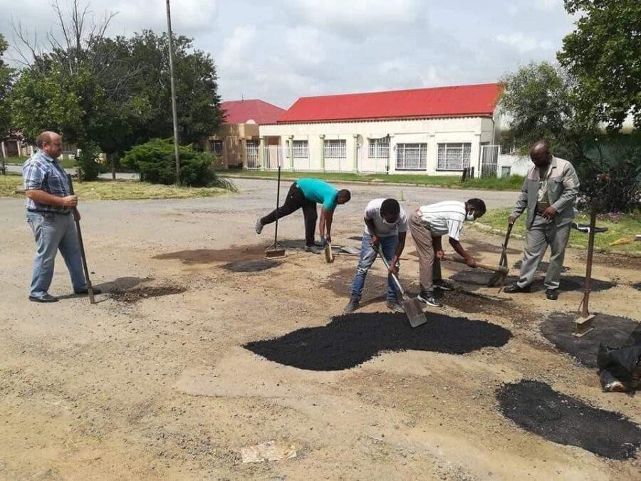 senekal filling potholes