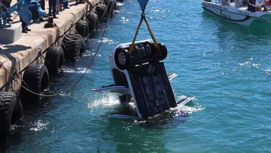 American Tourist's Car Sinks in Hermanus Harbour