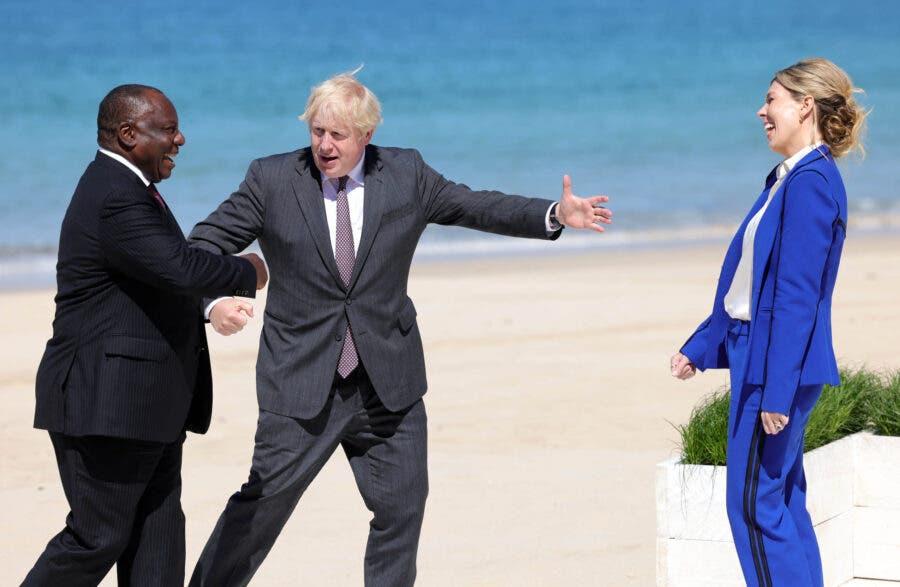 Boris Johnson Ramaphosa Carrie G7 beach