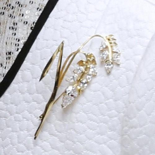 Queen Elizabeth wears SA designers brooch