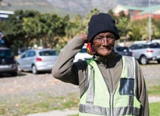 """Last year GroundUp photographed """"Auntie Kar"""", a car guard at the Buitenkant Street Fruit & Veg City. Nearly 60, she has spent her entire adult life on the street. Photo: Ashraf Hendricks"""