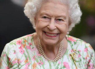 Queen Elizabeth wears brooch designed by South African designer Kevin Friedman