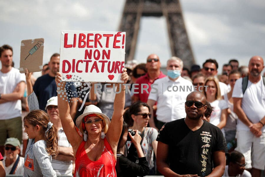 Paris protests against vaccination and pass sanitaire