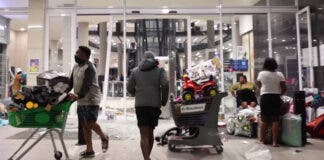 Video Looting at Watercrest Mall in KZN, South Africa